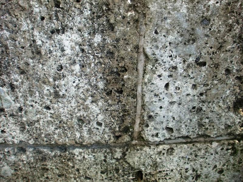 大谷石には水が大量に浸透