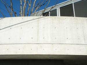 洗浄、防水剤塗布後で、自然美のコンクリート建築が蘇りました