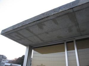 2F屋根部分も洗浄では除去できない汚れが残りました。