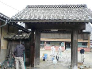 歴史ある群馬県の醸造店の築140年の欅の冠木門