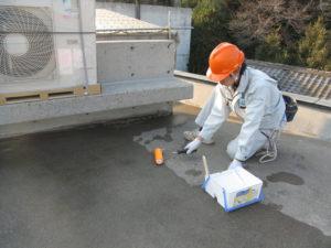 屋上にもフェイスガード防水剤XP100を大量に塗布