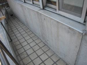 コンクリート肌に近づきました。
