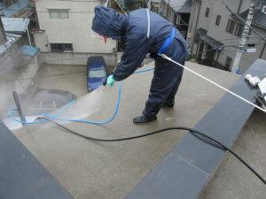 2階ベランダの屋根を洗浄