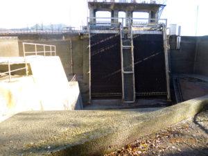 東京電力山梨駒橋水力発電所水路の補修モルタル保護
