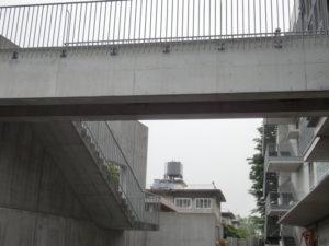 8年後の東面の渡り通路のコンクリートも美感を保っています。