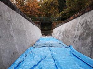 水力発電所フル稼働の準備で補修モルタルの保護