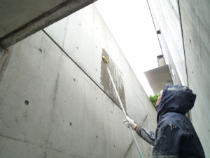 XP200でコンクリート内部にシリコーンの防水層