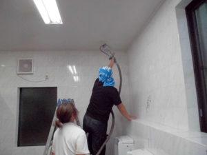 即効性消臭コート・フェイスガード-インアタック3を塗布