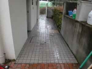 トイレの裏口