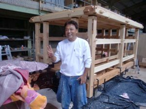 秩父市の認定施工店・上林塗装さんが新設の笠鉾の保護塗装を依頼されました