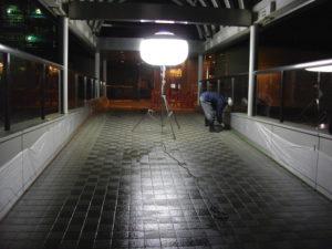 遠鉄浜松駅とJR浜松駅の連絡通路で磁器タイルの滑る汚れ