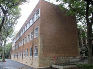 風化が進行する校舎