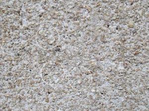 風化した砂岩石に水は浸透しておりません