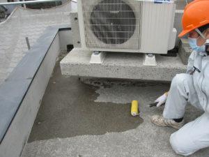 屋上と壁面に防水剤XP100を塗布しました
