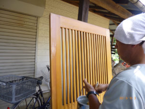 オイルステインの保護塗料WG4ステインガードを塗布