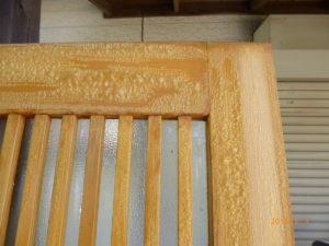 木部塗装面が剥離剤と一体になり浮いてきます