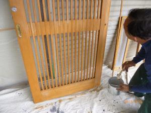 木製引き戸に剥離スーパーM8を塗布