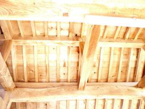 屋根裏も欅の白木美が蘇りました