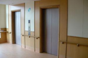 病院内のエレベーター