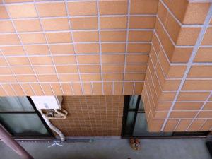 洗浄後のタイル壁面