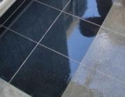滑り止めで防水された鏡面仕上げの防滑面