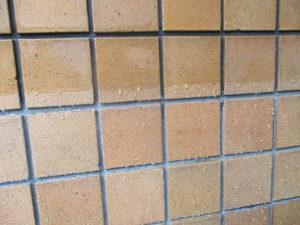 塗装乾燥後、タイルと目地には水の浸透はありません。