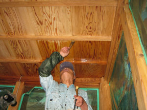天井部のシミが綺麗に消えてゆきました。安全に作業が出来ました。
