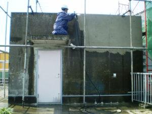 コンクリート洗浄剤を併用し高圧洗浄