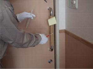 施工前のドアの取っ手の菌数確認