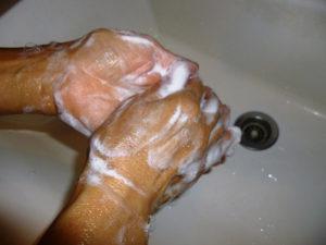 フェイスガードインAttackは石鹸で手を3回洗った状態に室内の抗菌環境に寄与しました