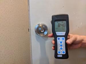 ドアノブの菌数は848を計測し、汚れの度合いが多いことを確認しました。
