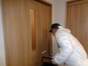 ドアの取っ手や引き戸、家具にアタック2Wで抗菌塗装