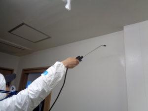 その次に次亜塩素酸水C-Blockを壁面に大量塗布