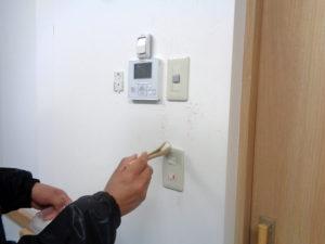 消毒したスイッチや金属ノブにアタック2で抗菌塗装