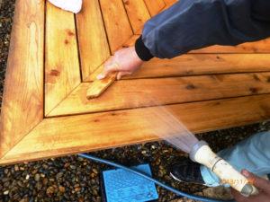 カビ取り洗浄剤でカビ除去後、剥離剤A8を塗布しナイロンタラシで擦り落とし